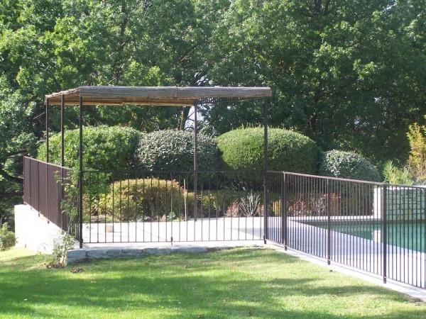 Tonnelle Provençale et clôture tradition installé sur Fontvielle