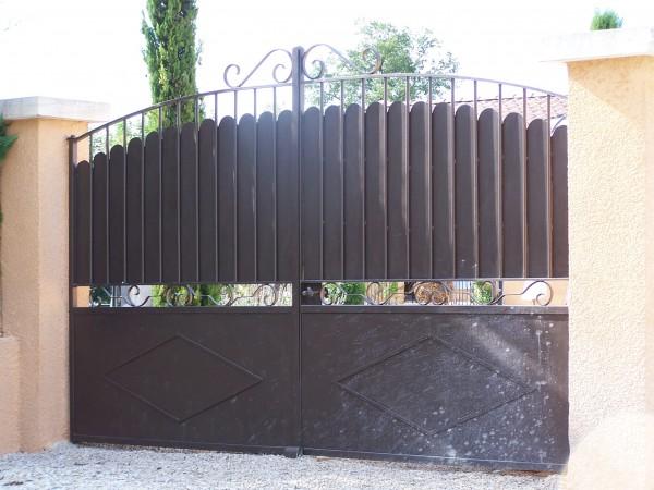 Portail en fer forgé, installé à Avignon