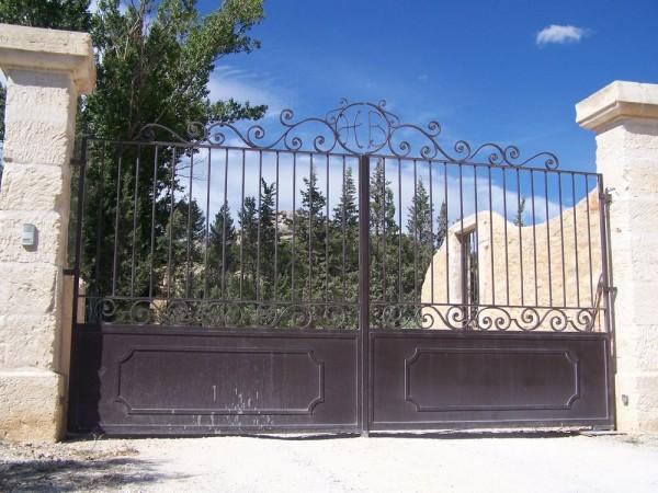 Toujours ce petit portail du Hameau des Baux